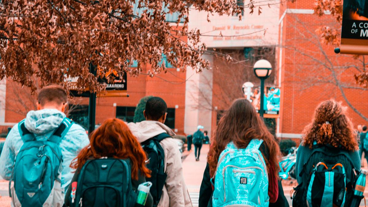 """""""Regreso a clases"""": la mochila cargada de gastos veraniegos y el ahorro baja al 20%"""